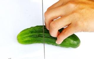 Как правильно держать пальцы для быстрой шинковки