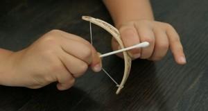 Как сделать лук из бумаги?