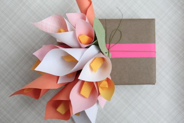 Как сделать необычный подарок своими руками? Упаковка с лилиями