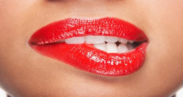 Как сделать губы больше в домашних условиях?