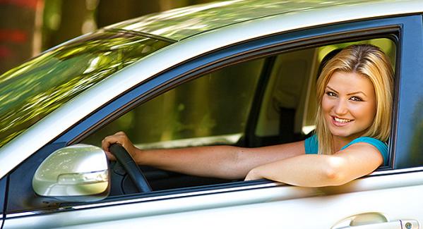 Как быстро научиться водить машину женщине