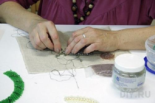 Как оформить рабочее место для плетения бисером