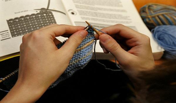 Как научиться вязать спицами свитер