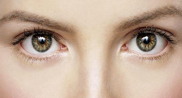 Как научиться смотреть в глаза людям?